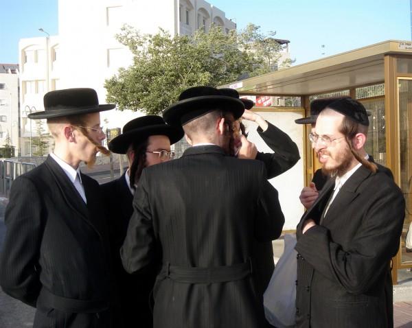 men-bus-stop-Shabbat-festive-day-prayer-spending-time-family