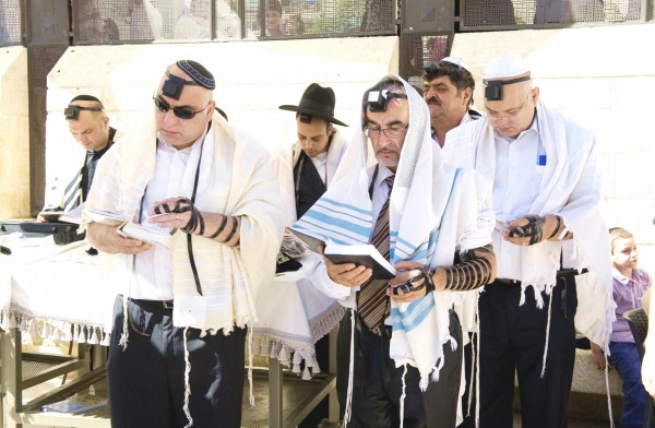 Image result for picture of man wearing phlayctery at wailing wall