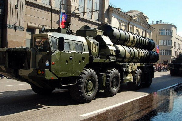 Russian_S-300_launcher_during_the_2009_parade