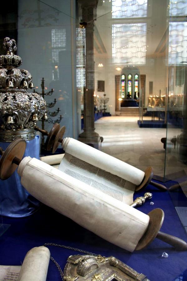 Torah scroll, Budapest