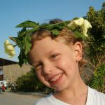 It is traditional in Israel for children to make and wear zer prachim (floral head-wreath) on Shavuot. As an agricultural holiday, the use of plants and flowers for decorating at Shavuot is fairly common. As well, Jewish legend has it that Mount Sinai burst into flower at the giving of the Torah.