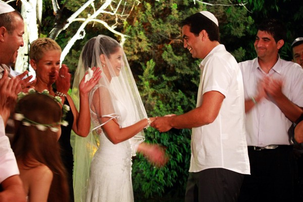 A Jewish couple has an outdoor wedding ceremony in Israel. (Photo by Reut C.)