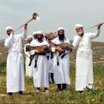 1000- Kohanim blowing silver trumpets and carrying lambs to the place of the offering Temple Institute