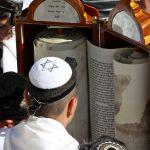 Reading the Torah-Kotel-Jerusalem