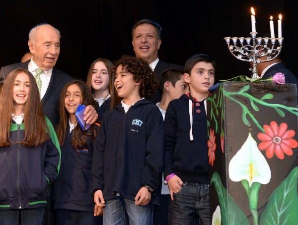 Israel-Hanukkah-menorah-children-Peres