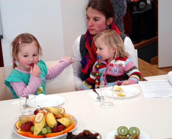 Children enjoy the fruit of the Tu B'Shvat seder.