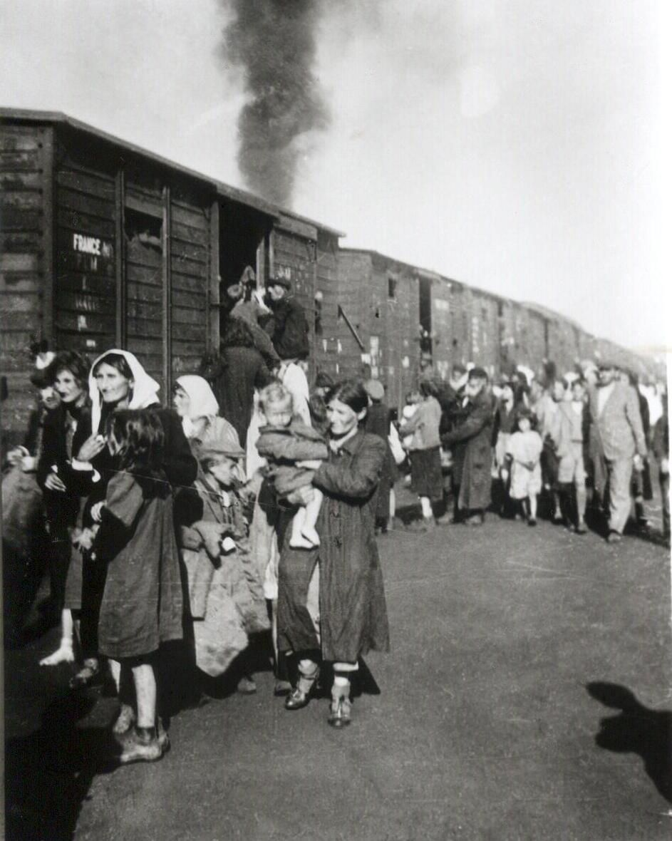 The Nazis deport Jews from Poland's Siedlce Ghetto to the Treblinka Extermination Camp.