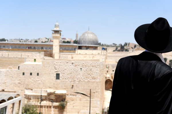 Jewish man overlooking al-aqsa mosque